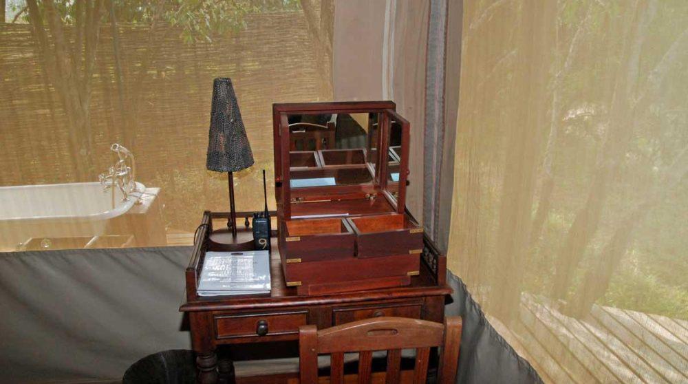 Le petit bureau au Mara Explorer