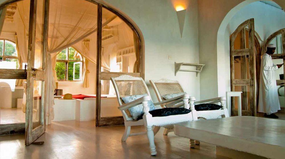 Fauteuils d'une Master room au Msambweni House