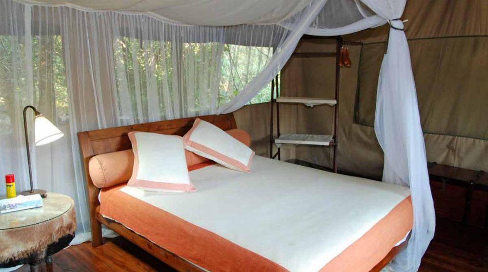 Une chambre dans une tente à l'Olonana