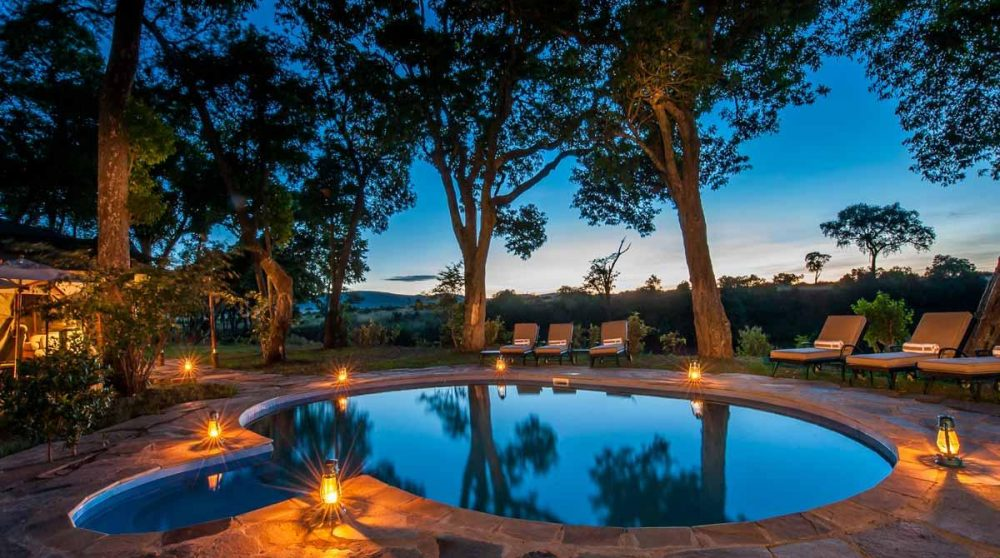 La piscine le soir du Sand River Masai Mara