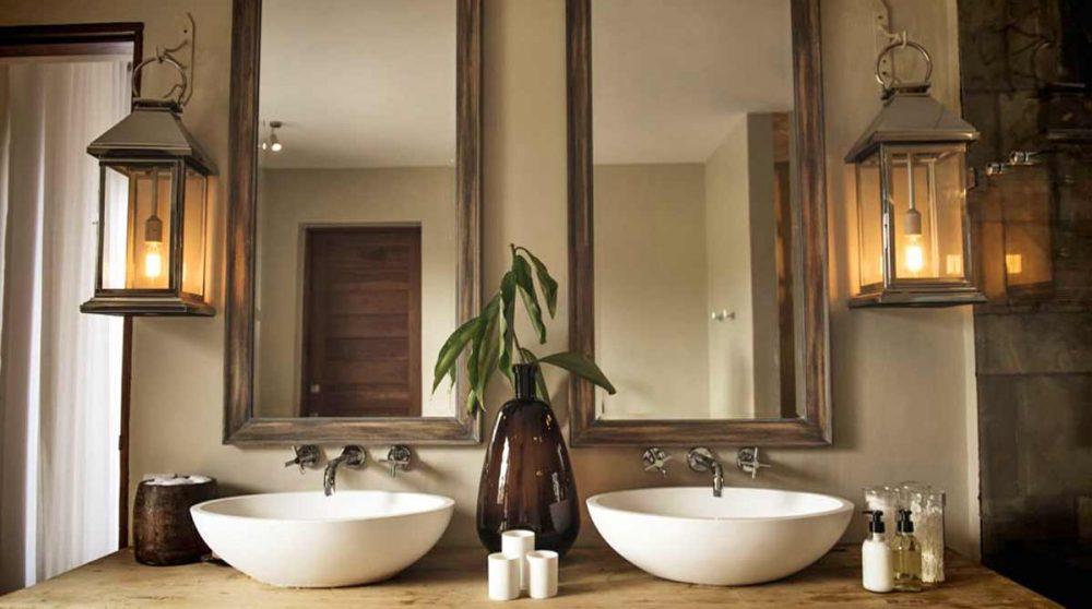 Sa salle de bains en Tanzanie