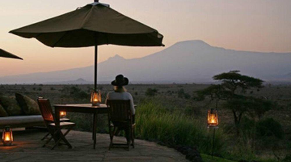 Coucher de soleil depuis la terrasse au Kenya