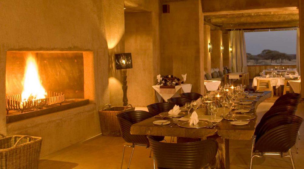 La salle à manger le soir en Namibie
