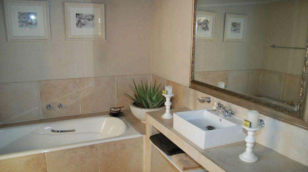 Baignoire dans une salle de bains en Afrique du Sud