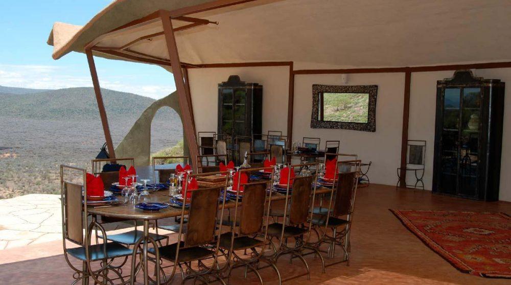 Une table pour déjeuner au calme au Kenya