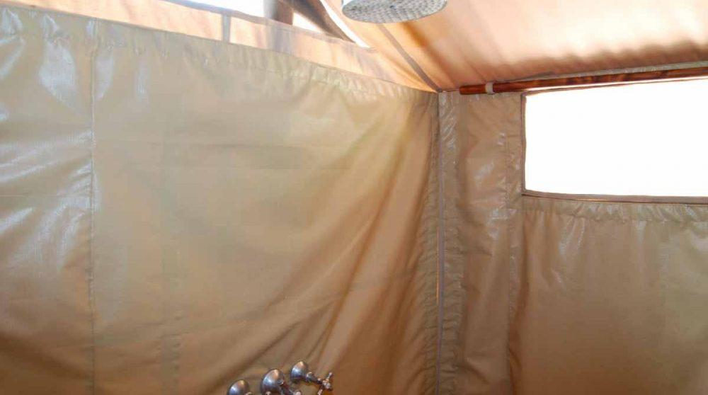 Une douche au Kenya