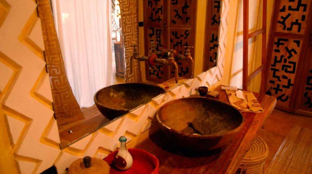 Vasques dans une salle de bains au Kenya