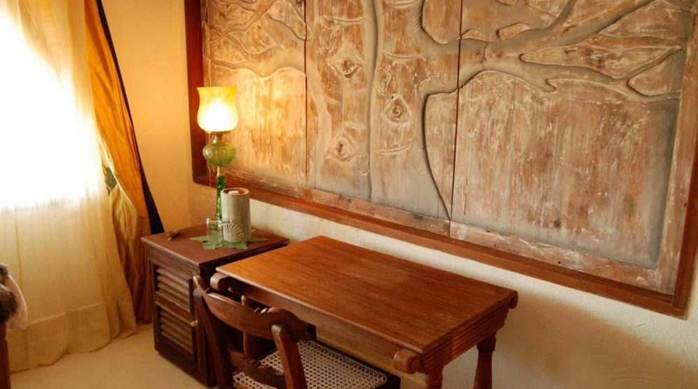 Bureau dans une chambre au Kenya