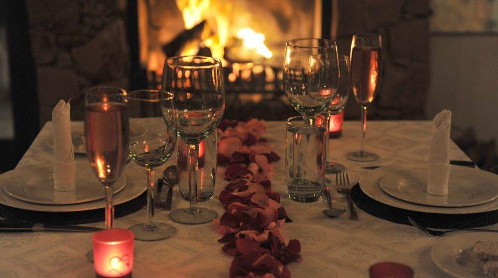 Un repas avec des bougies
