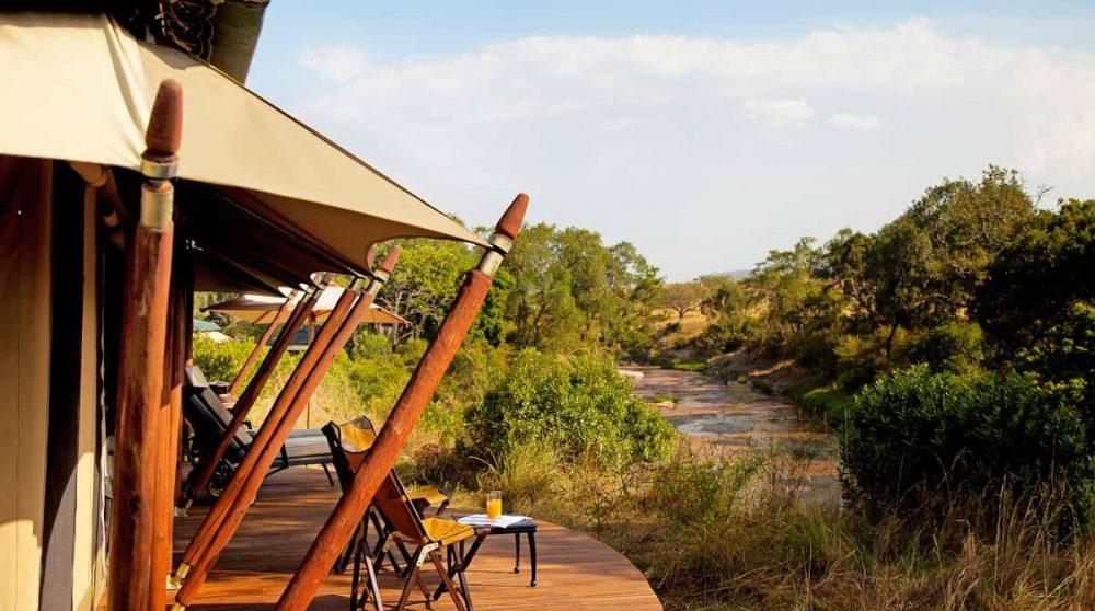 La terrasse d'une tente au Kenya