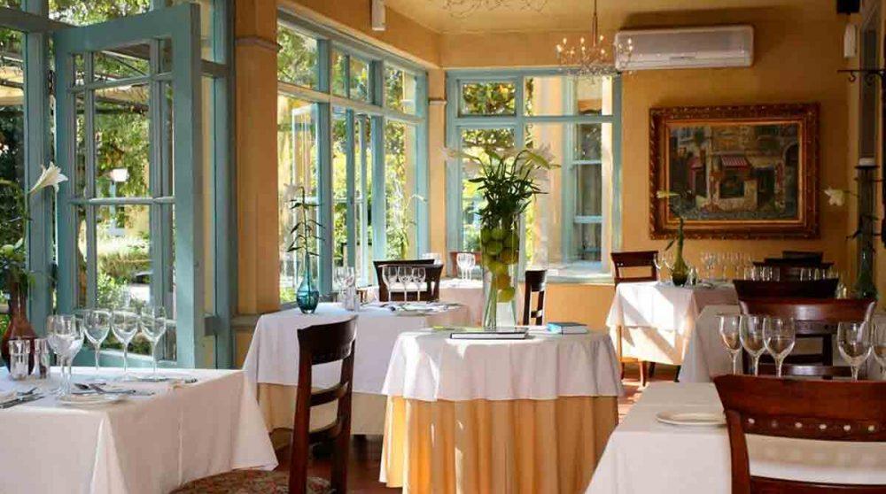 Restaurant donnant sur le jardin