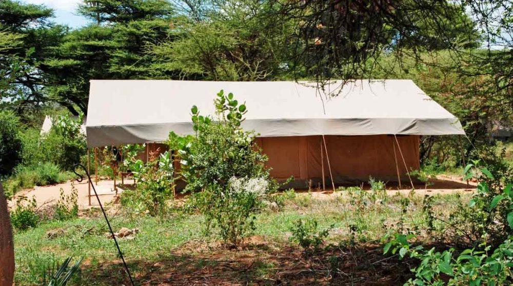 Une tente dans le jardin