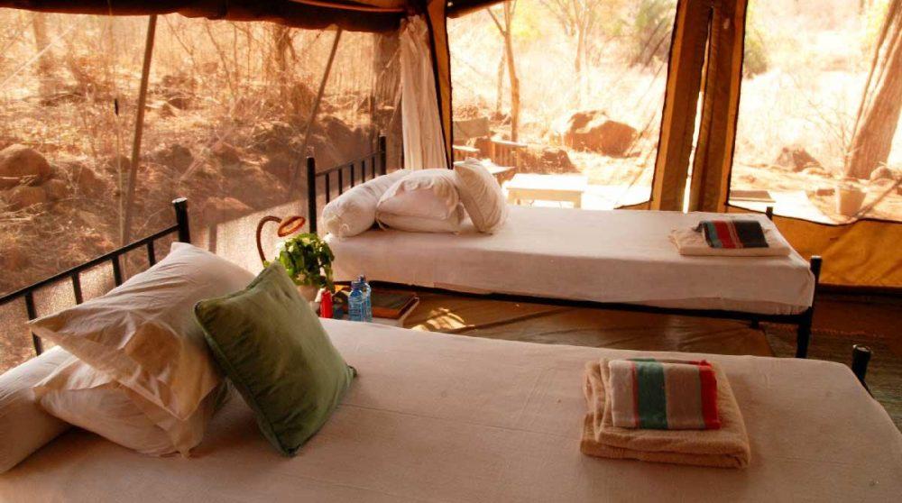 Les lits dans une tente
