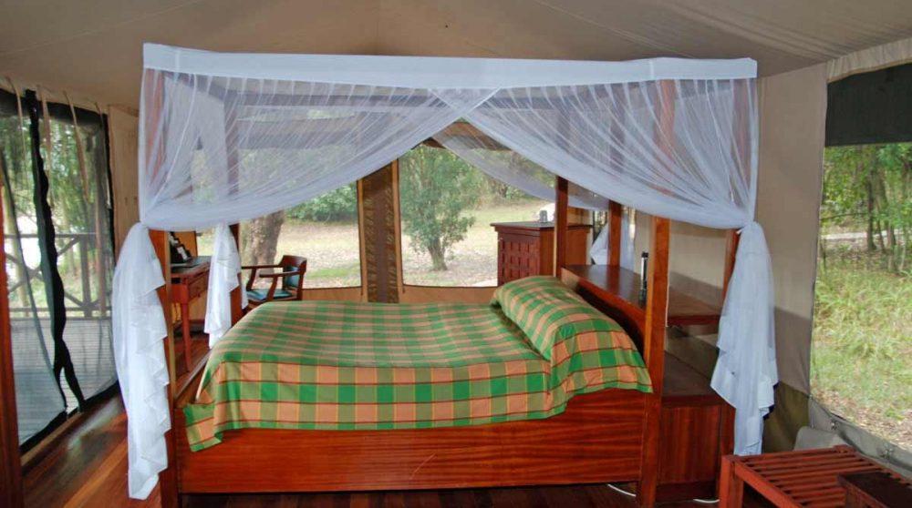 Le lit d'une tente dans le Masai Mara