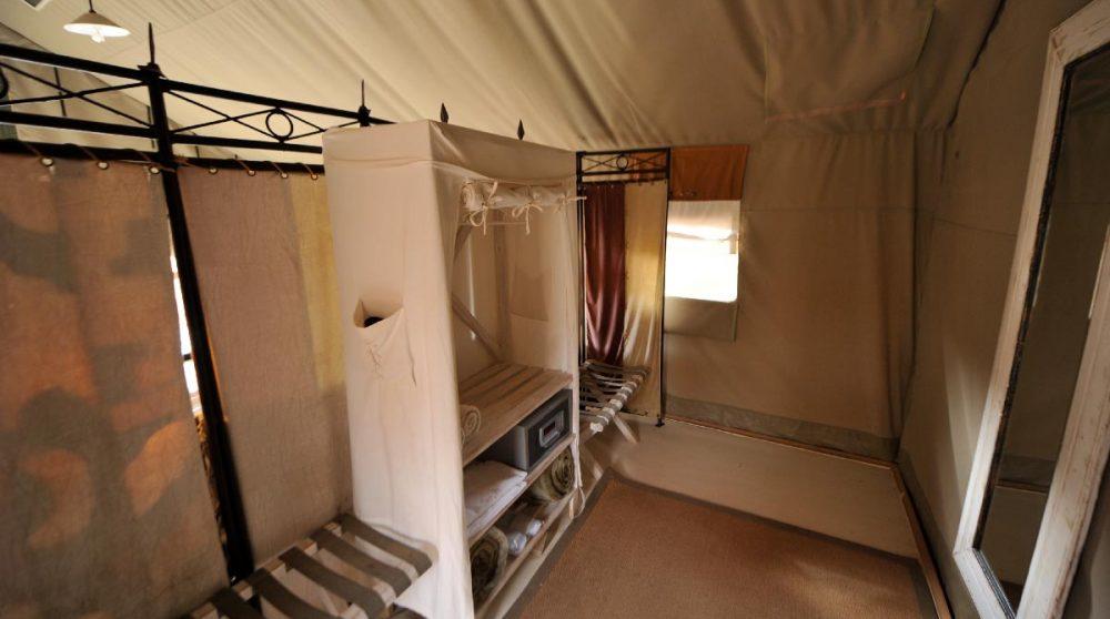 Autre vue de la tente dans le Damaraland
