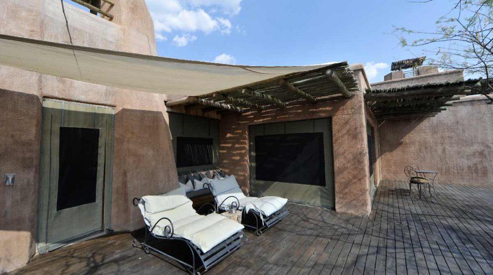 Terrasse devant une chambre à Etosha