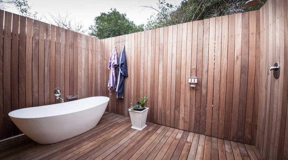 La baignoire et la douche extérieures en Afrique du Sud
