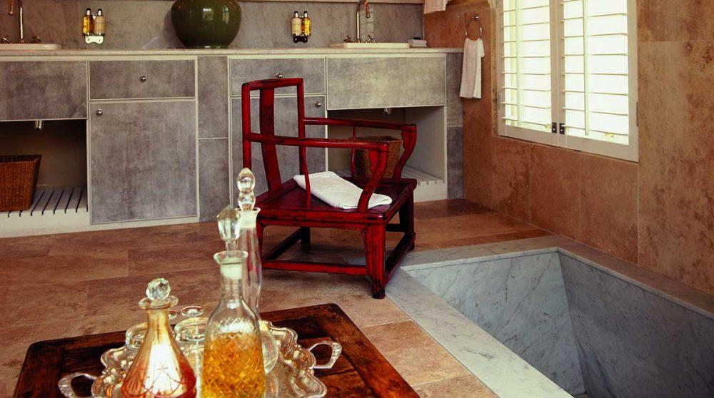 La salle de bains avec une baignoire à Hermanus