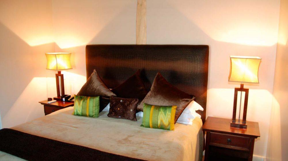 Le lit dans la suite à Franschhoek