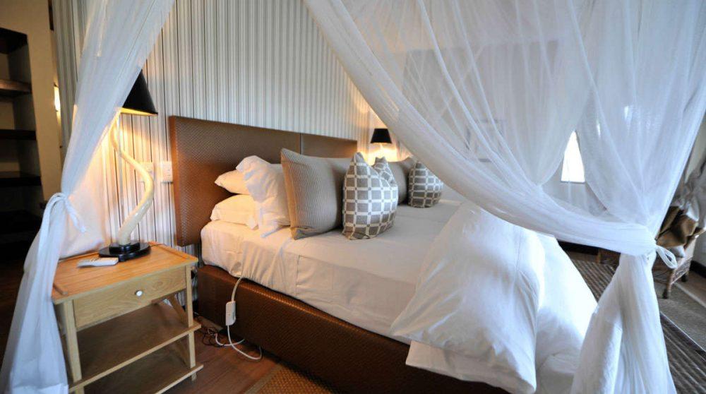 Le lit à baldaquin à Londolozi