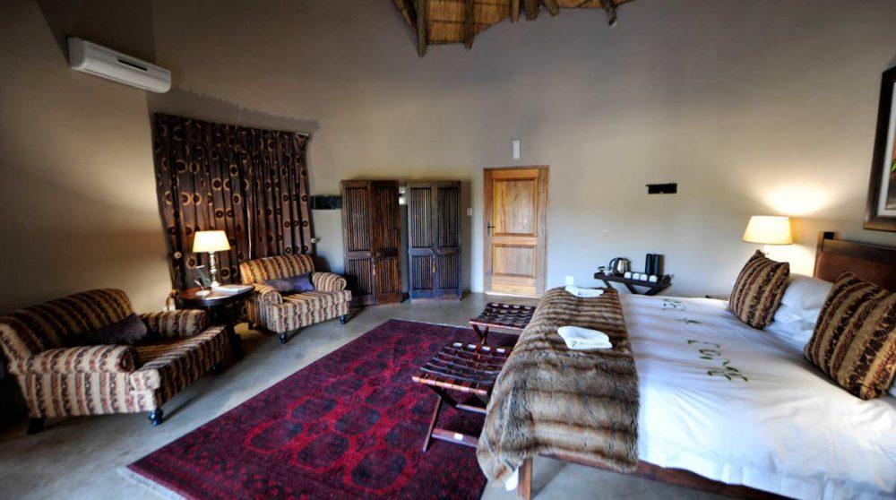 Une grande chambre d'un chalet en Afrique du Sud