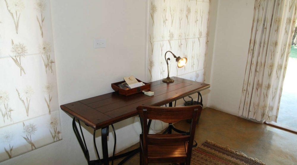 Coin bureau dans une chambre à Manyeleti