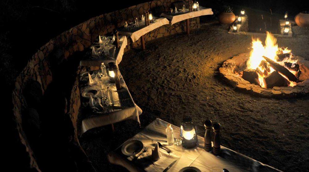 Diner autour d'un boma le soir dans le Kwazulu Natal