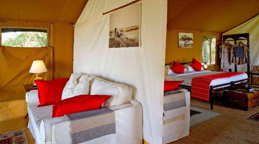Salon et chambre d'une tente