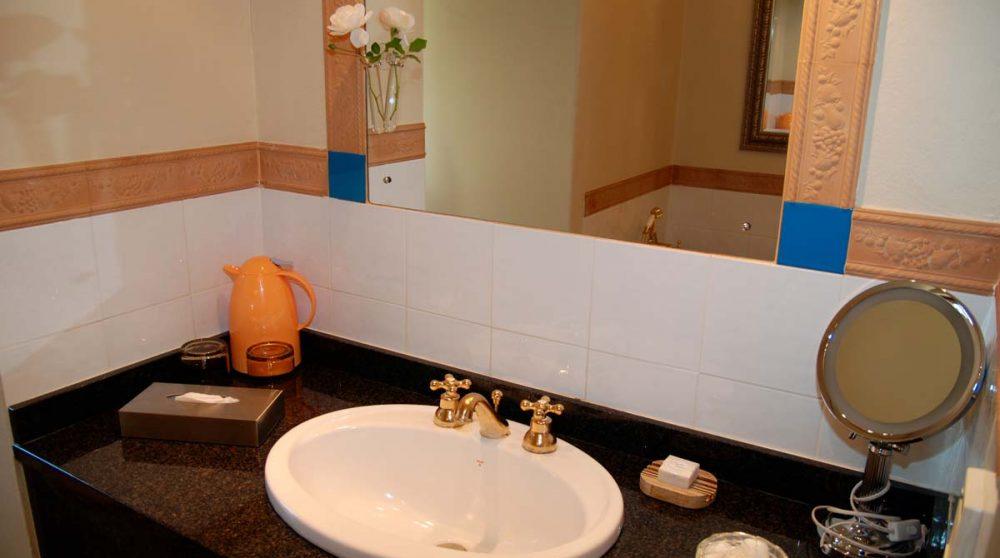 Lavabo dans une salle de bains