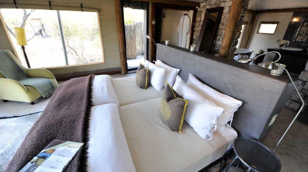Le lit dans une tente
