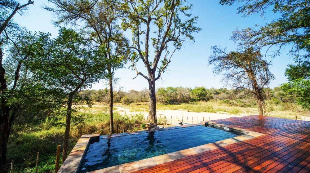 La piscine de la villa Dlulamithi