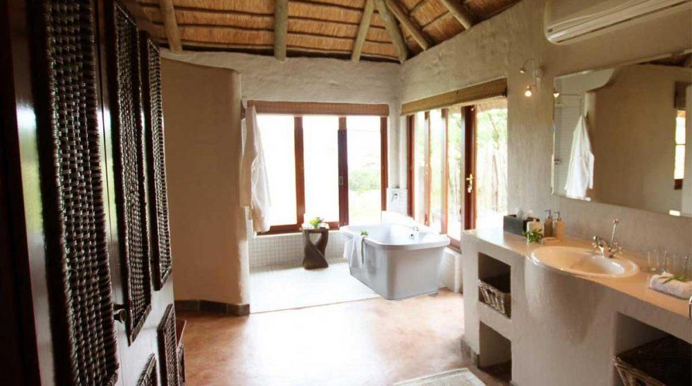 La salle de bains de l'Amakhala Hlosi Lodge