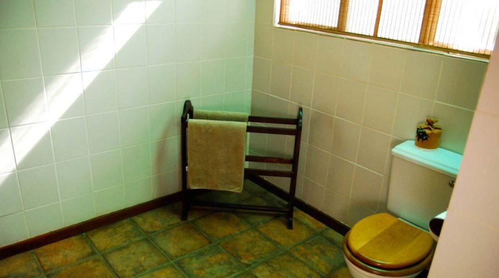 La salle de bains d'une tente au Falaza