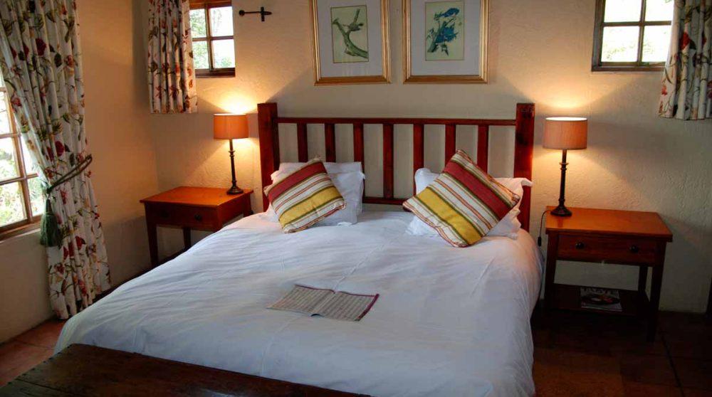 Lit d'une chambre standard au Hulala Lakeside Lodge