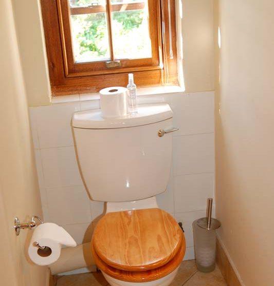 Toilettes dans une salle de bains au Quartier Français