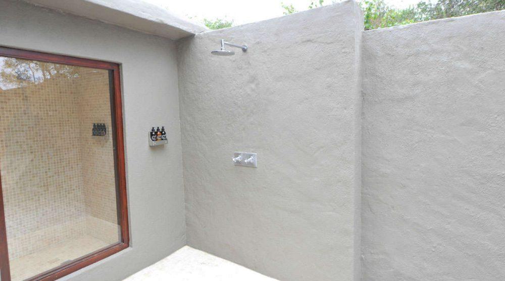 Douche extérieure au Londolozi Founders Camp