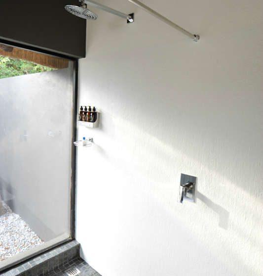 Une douche au Londolozi Granite Suites