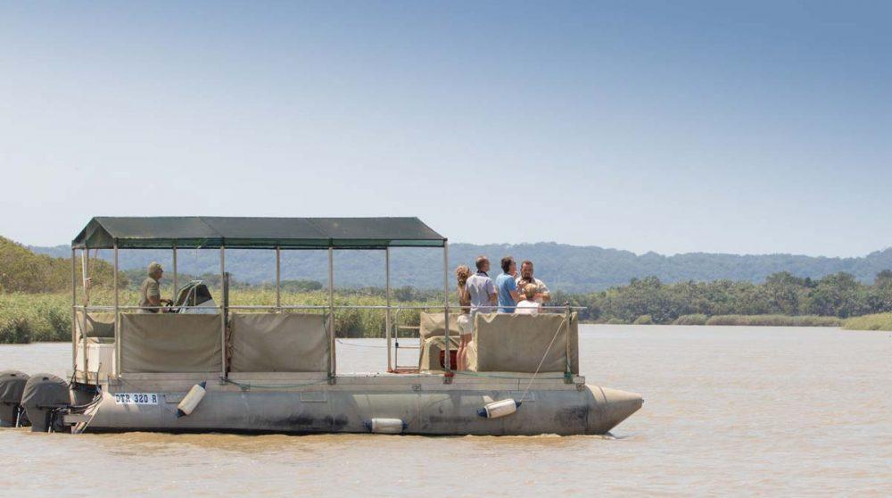 A la recherche des hippopotames près du Makakatana Bay Lodge