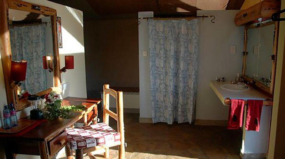 Salle de bains au Man Eaters Camp