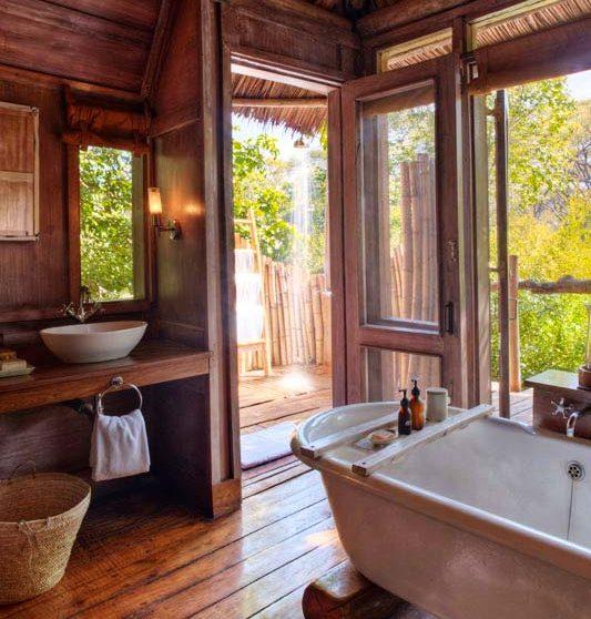 Salle de bains au Manyara Tree Lodge
