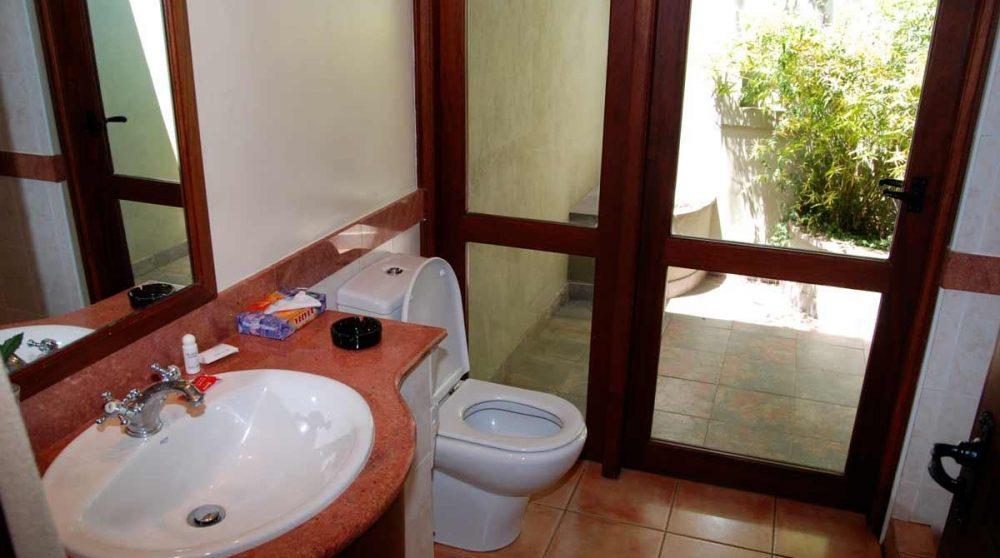 Une salle de bains au Naivasha Simba Lodge