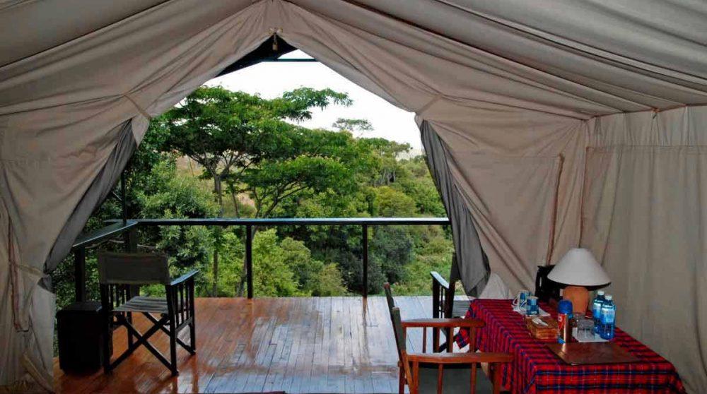 Vue depuis une tente double au Sekenani Camp