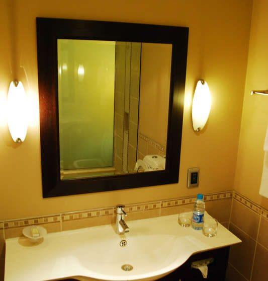 Lavabo dans une salle de bains du Southern Sun