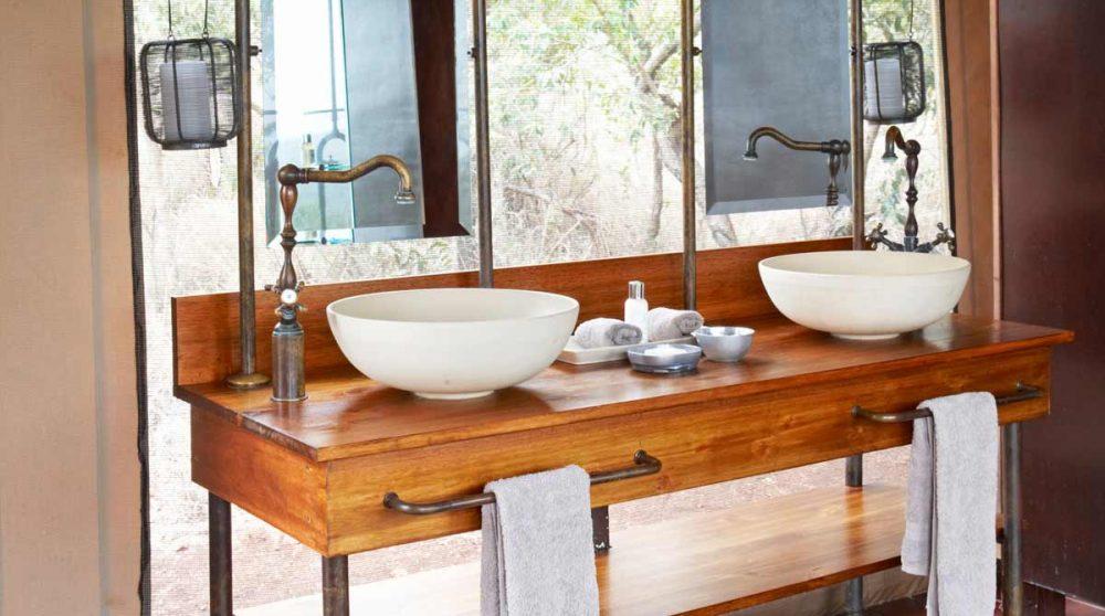 Une salle de bains au Thanda Tented Camp