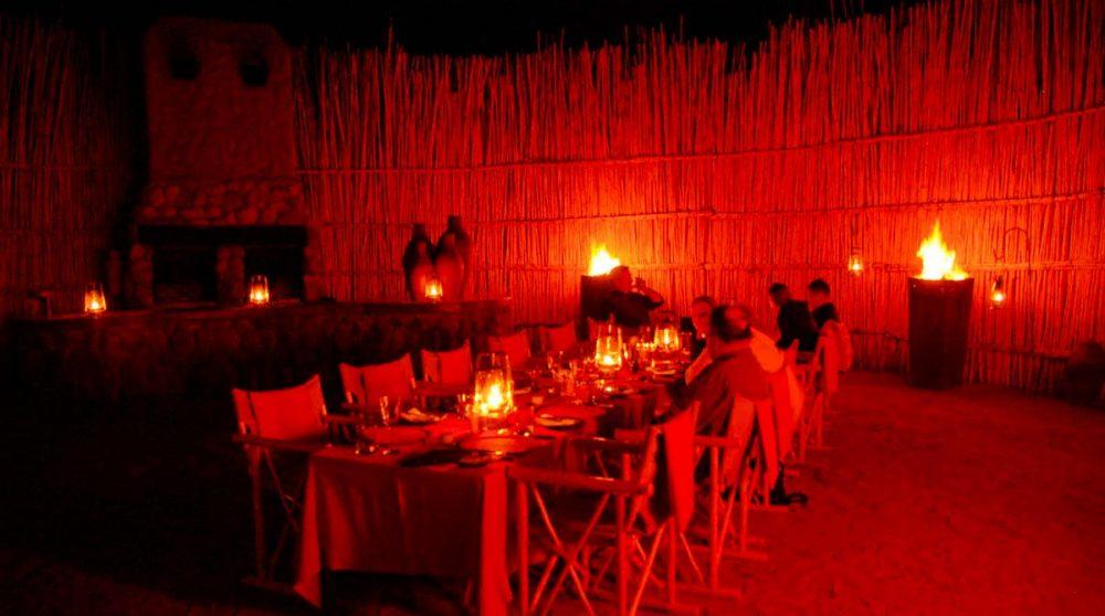 Dîner à la lueur des lampes tempête à Tswalu