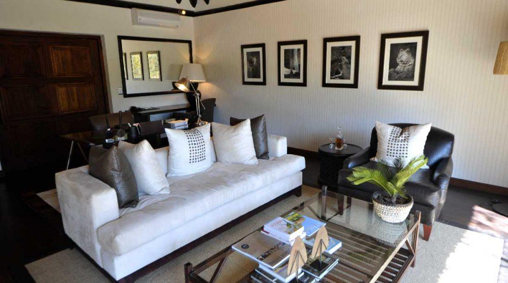 Le salon d'une chambre près du parc Kruger