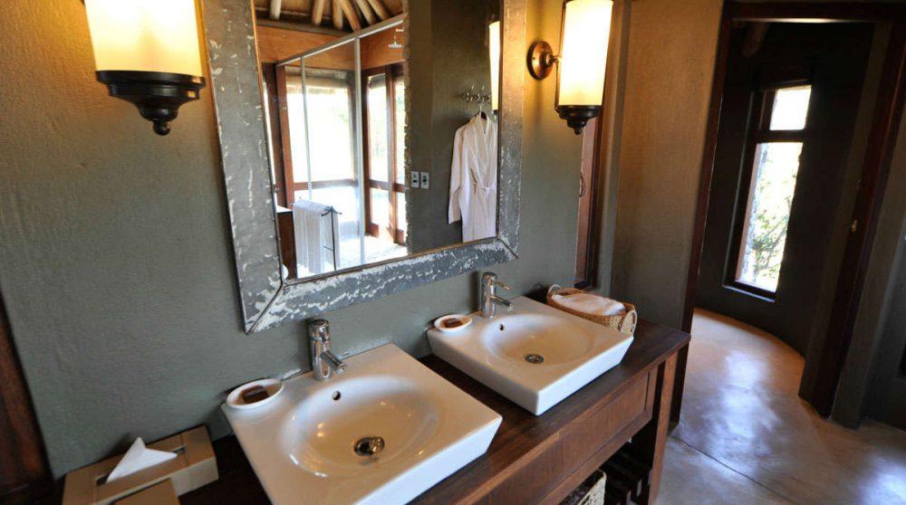 Lavabos dans une salle de bains en Afrique du Sud