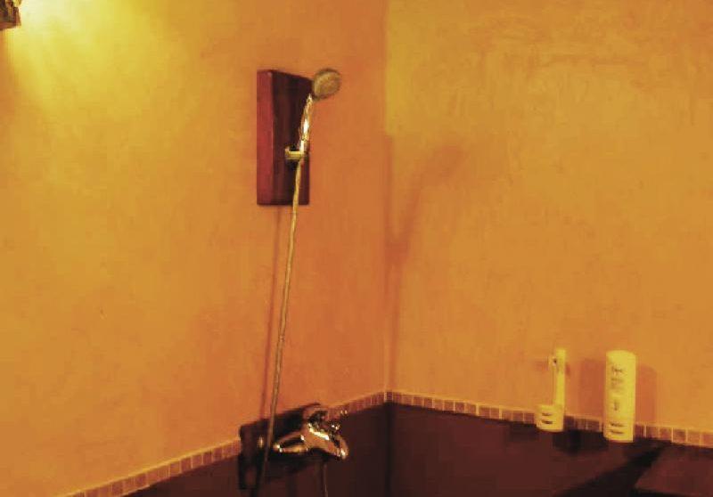 Salle de bains de l'hôtel à Mombasa
