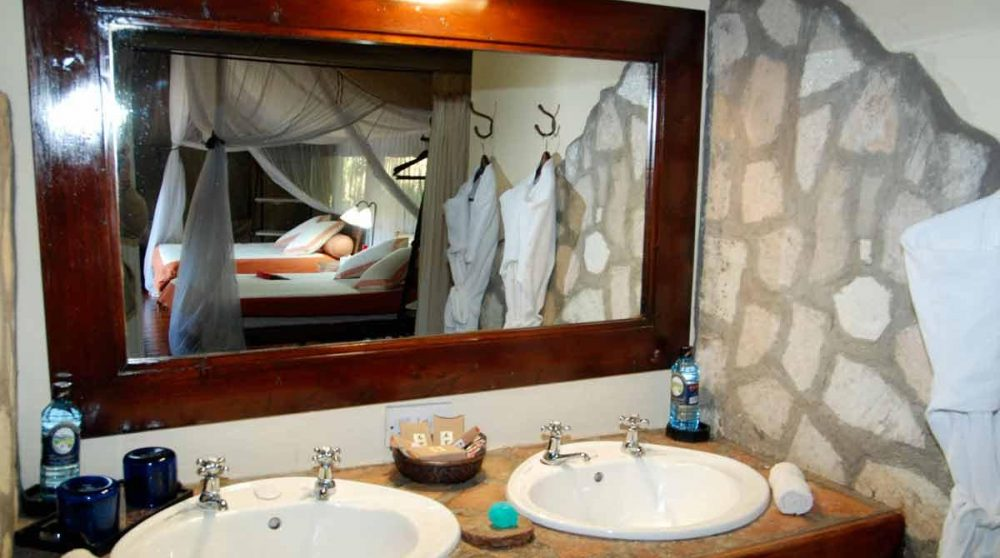 Lavabos dans une salle de bains au Kenya