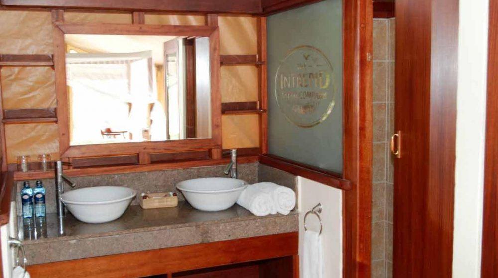 Vasques dans la salle de bains au Kenya